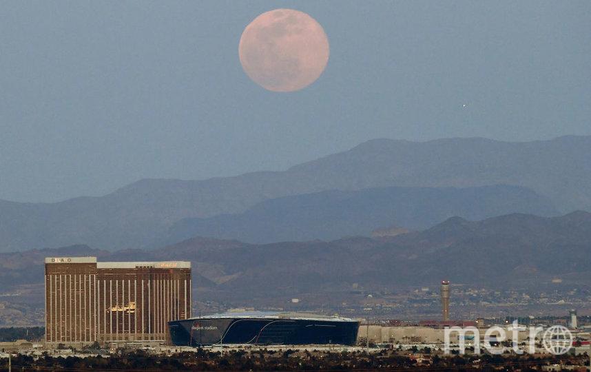 Суперлуние 8 апреля 2020 года. Невада. Лас-Вегас. Фото Getty