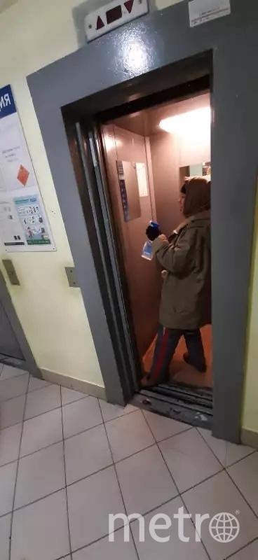 """Во многих парадных Петербурга по-прежнему убираются всего раз в неделю. Фото Фотографии предоставлены ТСЖ """"Приморское"""", """"Metro"""""""
