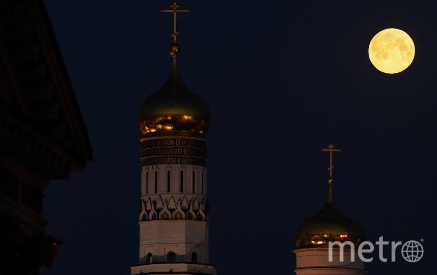 Жители Москвы могли наблюдать суперлуние. Фото AFP