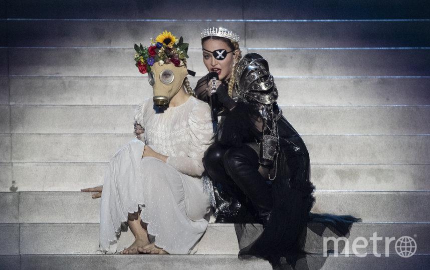"Мадонна на ""Евровидении-2019"" показала будущее в противогазах. Фото Getty"