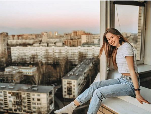 Пользователи делятся фотографиями с хэштегом #МирИзМоегоОкна. Фото скриншот: instagram.com/ohagolovoha/