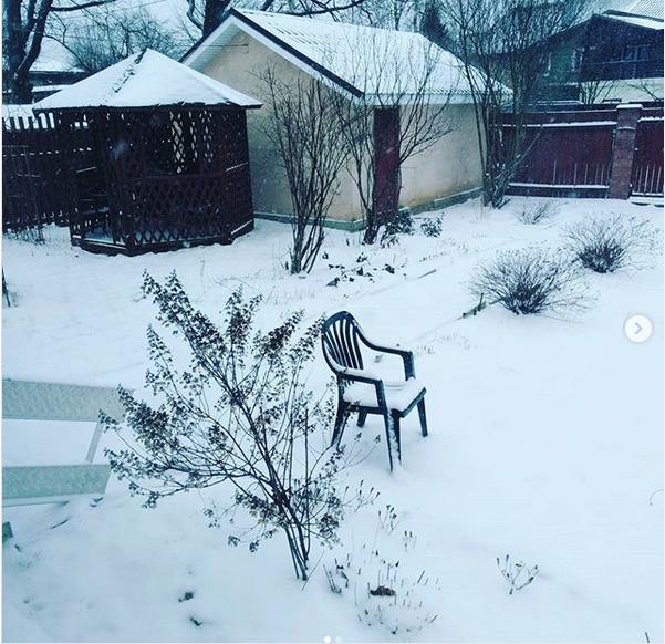 Пользователи делятся фотографиями с хэштегом #МирИзМоегоОкна. Фото скриншот: instagram.com/zlataraduga/
