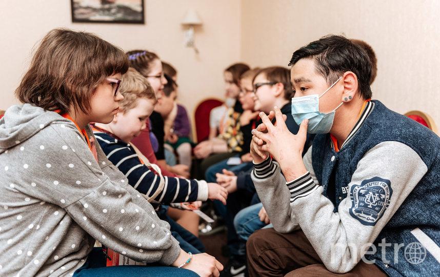 """Фонд """"Подсолнух"""", помогающий детям и взрослым с первичным иммунодефицитом, открыл для своих подопечных подростковый онлайн-клуб, где они могут получать оказывать друг другу психологическую поддержку. Фото предоставлено фондом """"Подсолнух"""""""