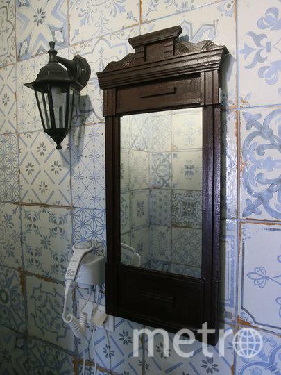 По словам Валентины Константиновой, зеркала для санузлов привезли из подмосковных деревень. Фото Василий Кузьмичёнок