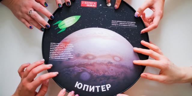 В Петербурге выпустили круглые коробки для пиццы ко Дню космонавтики.