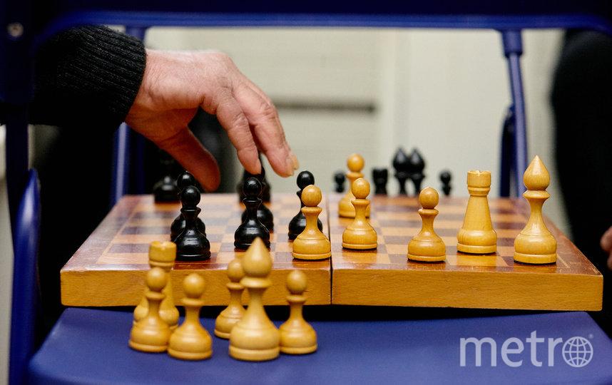 """Шахматный турнир в дневном центре пришлось отменить, но единичные партии проходят. Фото Виталий Мишин, """"Metro"""""""