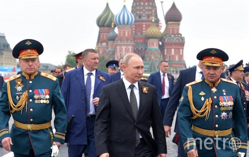 Владимр Путин осле окончания военного парада в ознаменование 74-й годовщины Победы в Великой Отечественной войне 1941–1945 годов на Красной площади в Москве. Фото РИА Новости