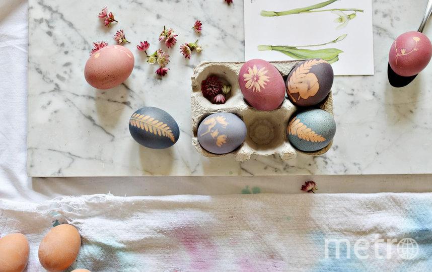 Дизайнер Metro делится разными способами окрашивания яиц. Фото instagram/forest.wreath