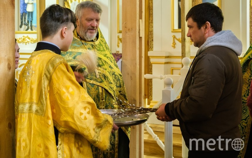 В петербургском храме отмечают Вербное воскресенье. Фото Алена Бобрович