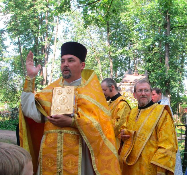 Отец настоятель Александр Асонов. Фото Илья Шарапенков.
