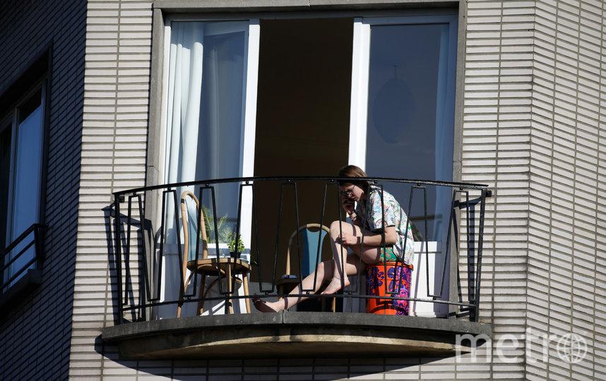 В Бельгии на балконах загорают. Фото AFP