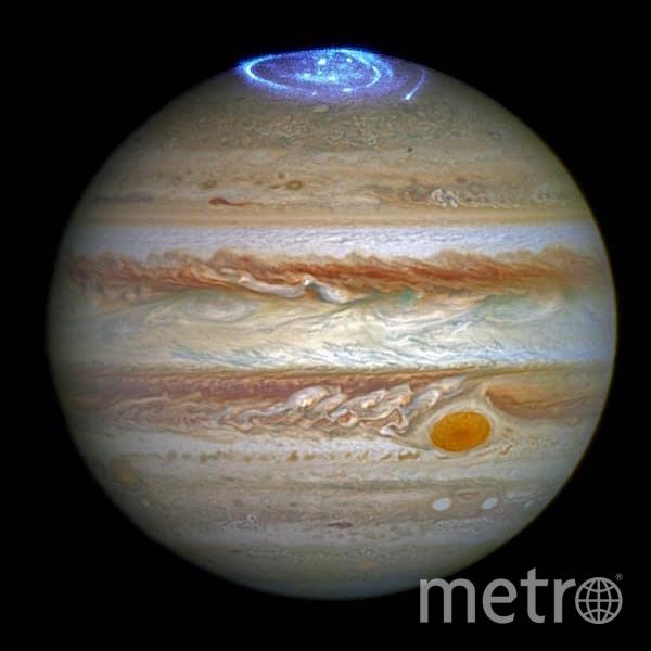2 июня 2014 года телескоп заснял сияние вокруг северного полюса планеты Юпитер. Фото nasa.gov
