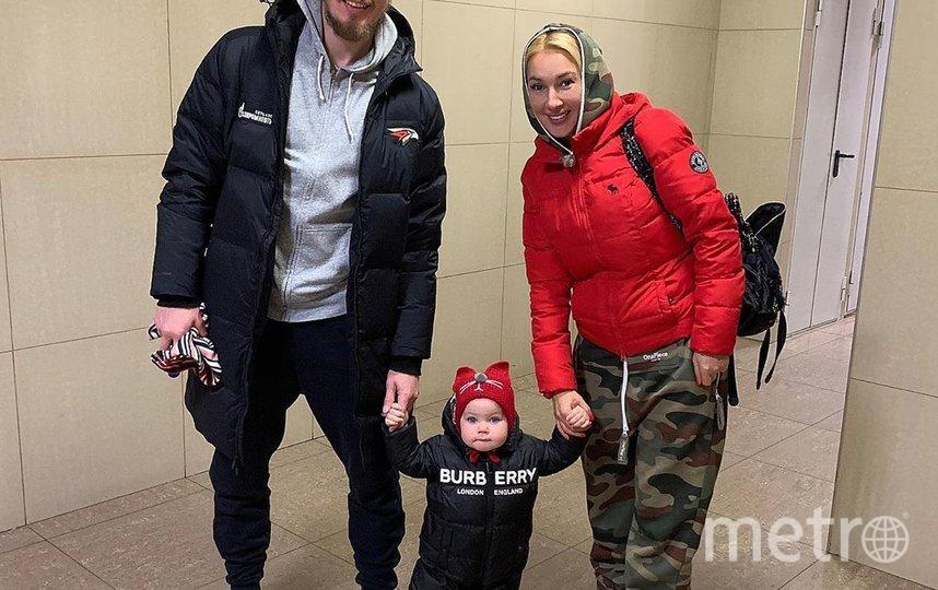 Лера Кудрявцева с мужем и дочкой. Фото instagram.com/leratv.