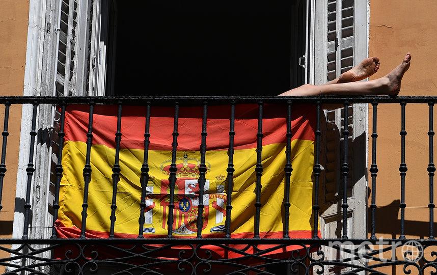 В Испании на балконах отдыхают. Фото AFP