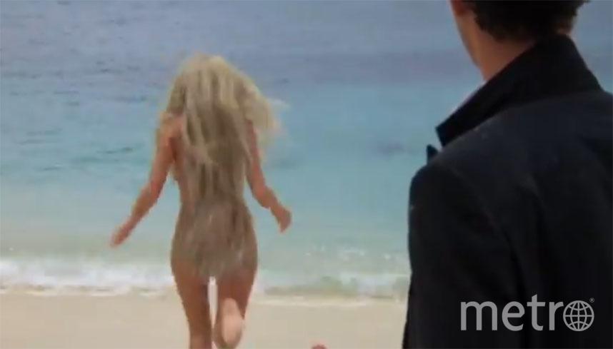 Кадр с попой Дэрил Ханны, прикрытой волосами с помощью графики. Фото Disney+, переделанный кадр из фильма
