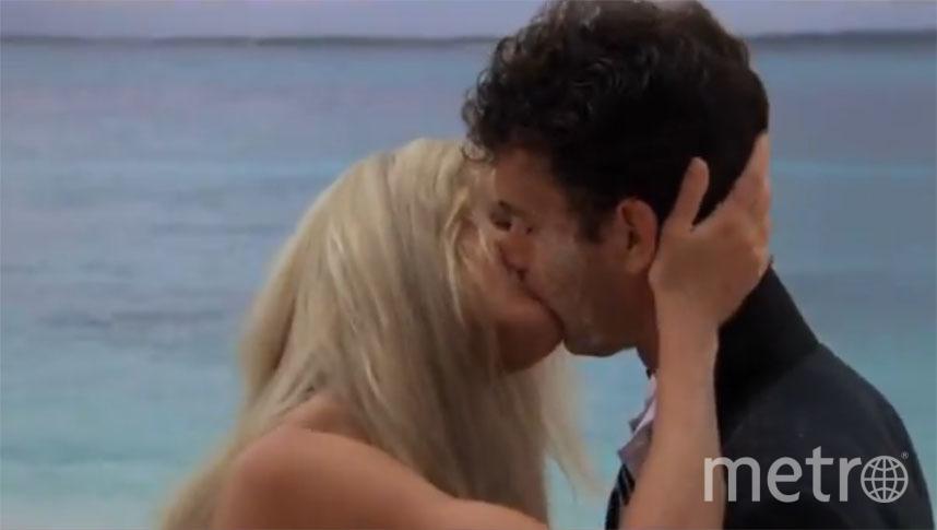 Тот самый поцелуй героев Тома Хэнкса и Дэрил Ханны. Фото Buena Vista, кадр из фильма