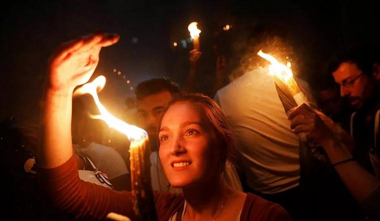 """Церемония схождения Благодатного огня совершается православными ежегодно накануне Пасхи в Иерусалиме. Фото prihodrpb.ru, """"Metro"""""""