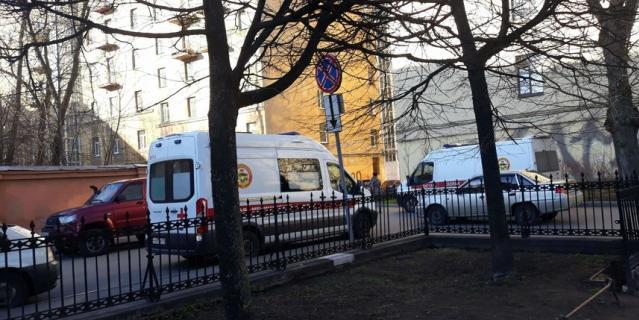 Скорые выстроились перед приемным отделением Введенской больницы.