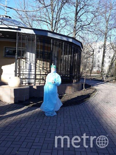 """Скорые выстроились в большую очередь перед приемным отделением Введенской больницы. Фото """"Metro"""""""