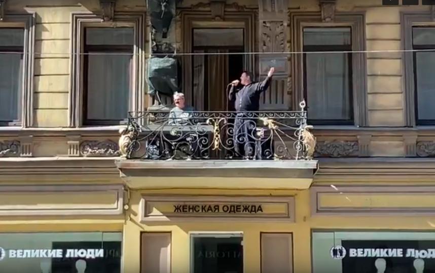 """В Петербург появились """"балконные"""" музыканты. Фото Скриншот Youtube"""