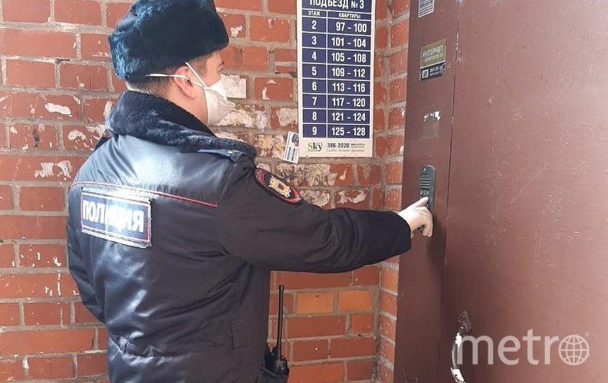 """Полиция проверяет, как вернувшиеся из-за границы соблюдают самоизоляцию. Фото МВД РФ по СПб и ЛО, """"Metro"""""""