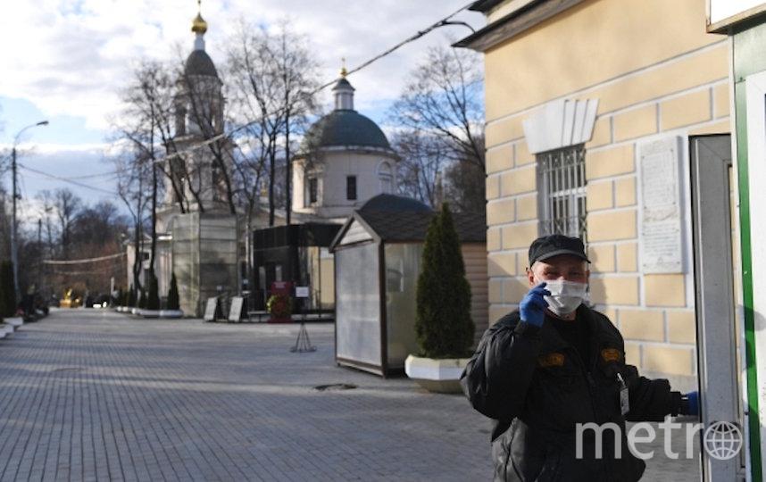 По словам Екимова, из-за вспышки коронавируса и режима самоизоляции число прощающихся на похоронах сократилось в среднем с 50 до 7–8 человек. Фото РИА Новости