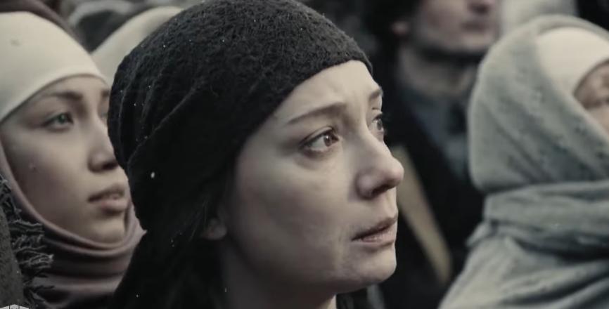По словам Чулпан Хаматовой, она, наоборот, боялась, что историческая действительность в картине недостаточно жёстко и болезненно даст зрителям ощущение той боли и трагедии, которая произошла. Фото кадр из сериала