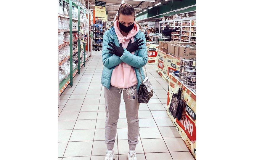 """Поход в магазин стал трендом соцсетей. Фото скриншот из """"Инстаграма"""": @juliamelochnikova"""