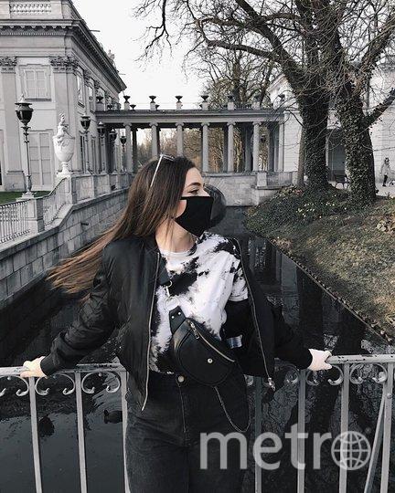 Девушка в маске в крупнейшем польском парке Лазенки. Фото Instagram @nastellakorn