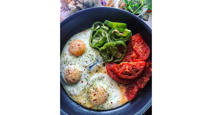 """Яичный же желток – это витамин А, совершенно необходимый для слизистых. Фото Instagram @alexgreen_metro, """"Metro"""""""