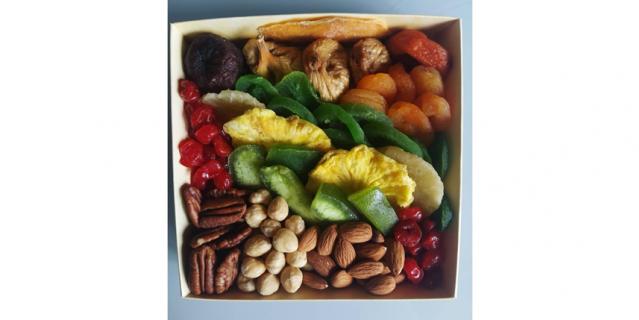 Хороший выбор – сухофрукты и орехи.