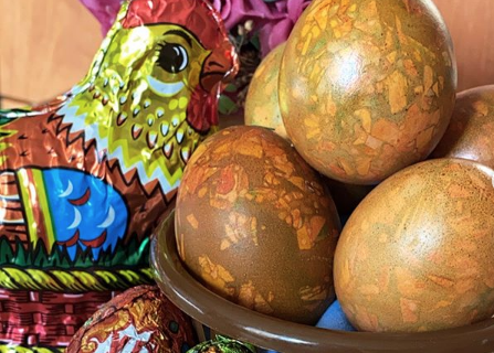 Коричневно-зелёные яйца.