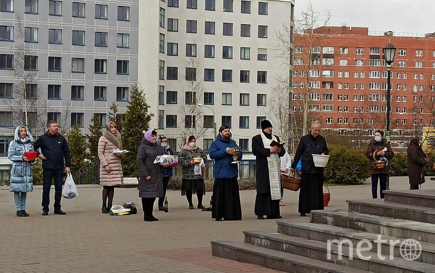 Освящение куличей в храме Дмитрия Солунского в Коломягах. Фото Святослав Акимов, Metro