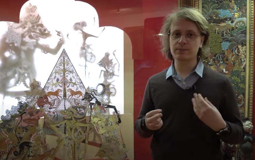 """Никита рассказывает об искусстве востока. Фото  youtube-канал Комитета по туризму города Москвы, """"Metro"""""""