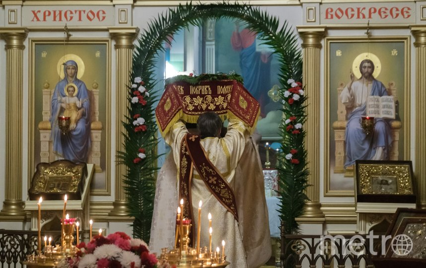 """Пасхальные богослужения провели без прихожан. Фото Алены Бобрович, """"Metro"""""""