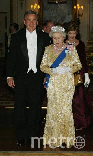 Президент США Джордж Буш-младший и королева Великобритании Елизавета II. 2003 год. Фото Getty