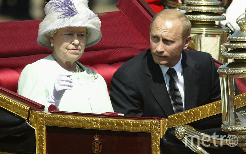 Президент России Владимир Путин и королева Великобритании Елизавета II. 2003 год. Фото Getty