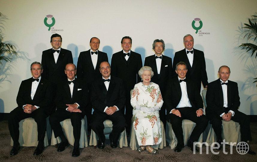 """Королева Елизавета II с лидерами""""Большой восьмерки"""", 2005 год. Фото Getty"""