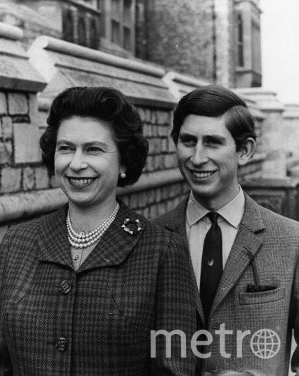 Королева Елизавета II и её сын принц Чальз. 1969 год. Фото Getty