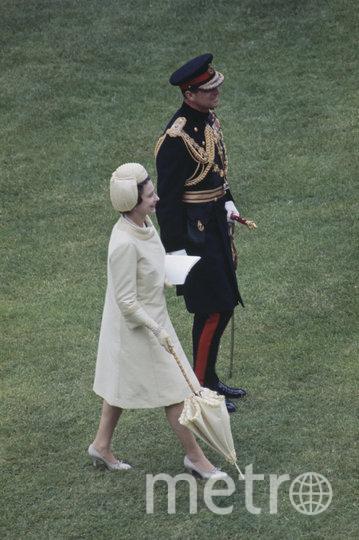 Церемония инвеституры, в ходе которой Елизавета II возложила на голову сына венец принца Уэльского. 1 июля 1969 год. Фото Getty