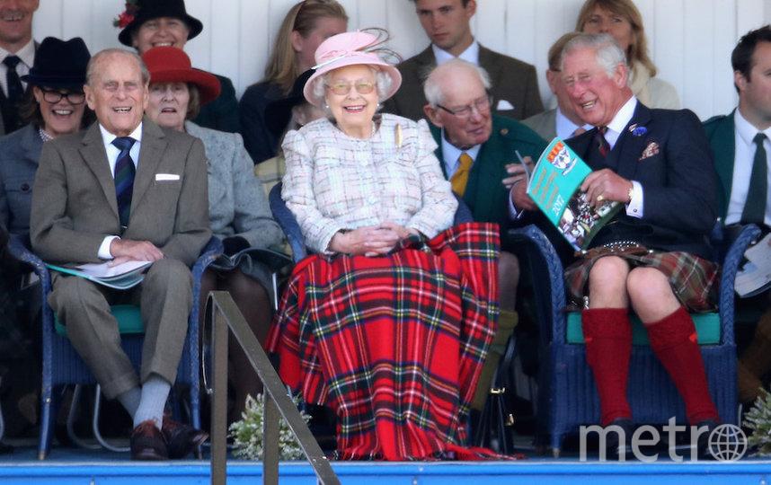 Королева Елизавета II с мужем принцем Филиппом и сыном принцем Чарльзом. Фото Getty