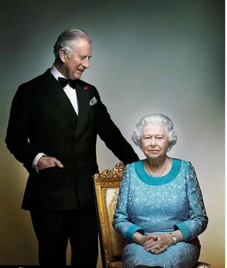 Королева Елизавета II и её сын принц Чарльз. Фото Instagram @theroyalfamily