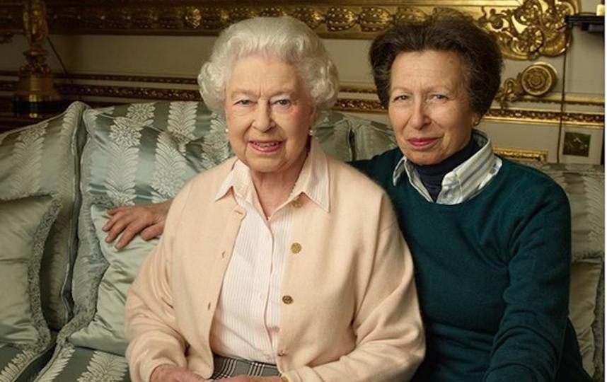 Королева Елизавета II с дочерью принцессой Анной. Фото Instagram @theroyalfamily