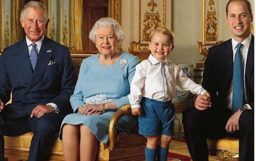 Королева Елизавета II с первыми тремя наследниками престола: принцами Чарльзом, Уильямом и Джорджем. Фото Instagram @theroyalfamily