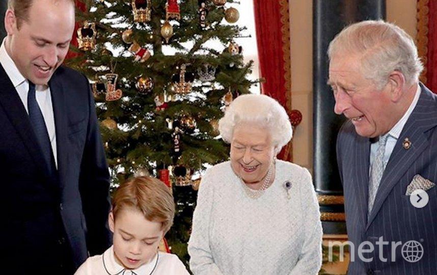 Королева Елизавета II готовит вместе с правнуком принцем Джорджем. Фото Instagram @theroyalfamily