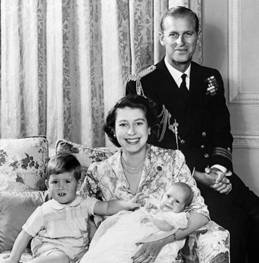 Королева Елизавета II с мужем и детьми. Фото Instagram @theroyalfamily