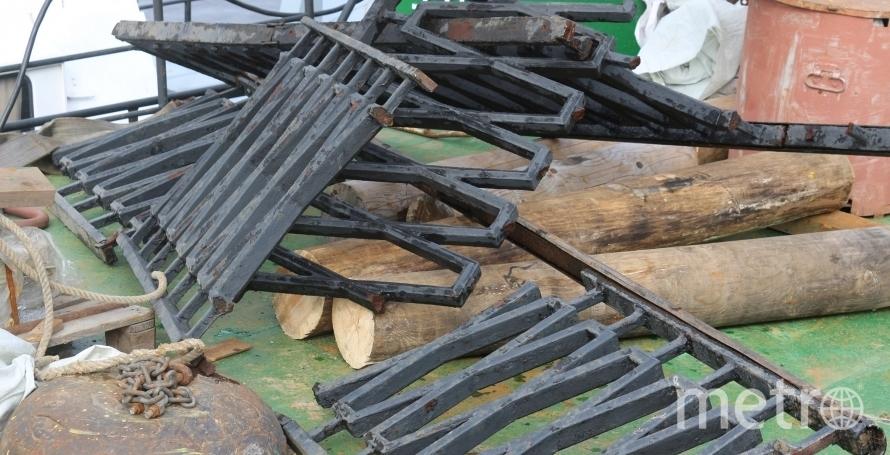 Сбитое ограждение подняли со дна реки. Фото Мостотрест, mostotrest-spb.ru