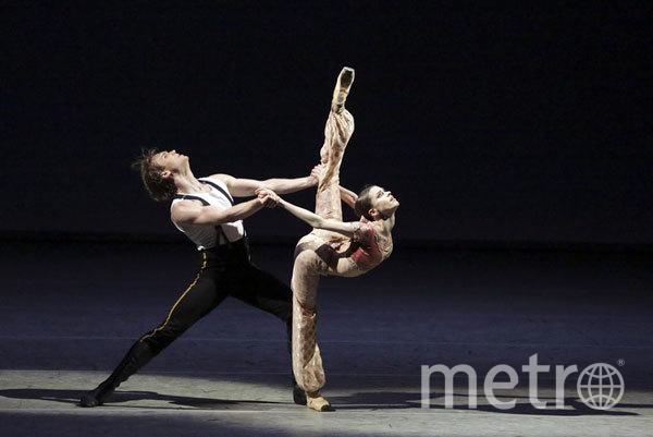 """Сцена из балета """"Герой нашего времени"""". Фото Пресс-служба Большого театра"""