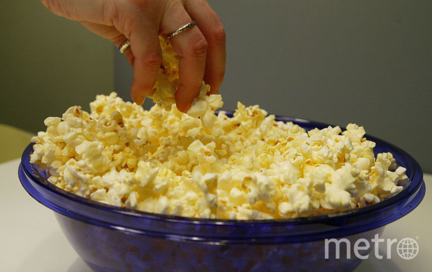 Попкорн можно готовить в микроволновке без опасений. Фото Getty