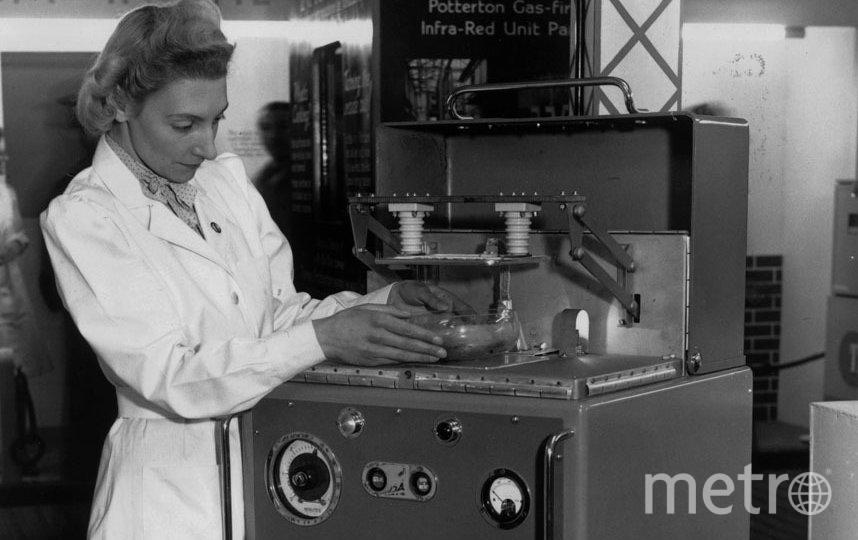 Прототип современной СВЧ-печи, 1947 год. Фото Getty